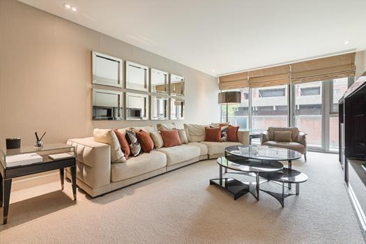 An immaculate two bedroom apartment for sale in London