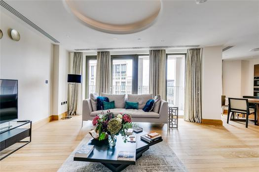 Spacious apartment in a luxury development for sale in London