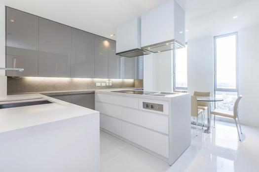 Three bedroom apartment on the 34th floor in London