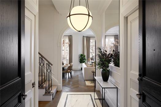 Новое здание под ключ с девятью спальнями на продажу в Лондоне
