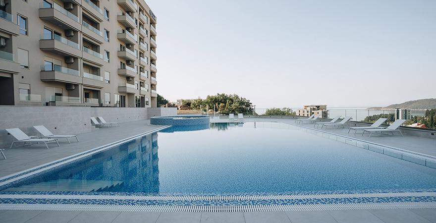Апартаменты в Черногории в закрытом новом комплексе с бассейном