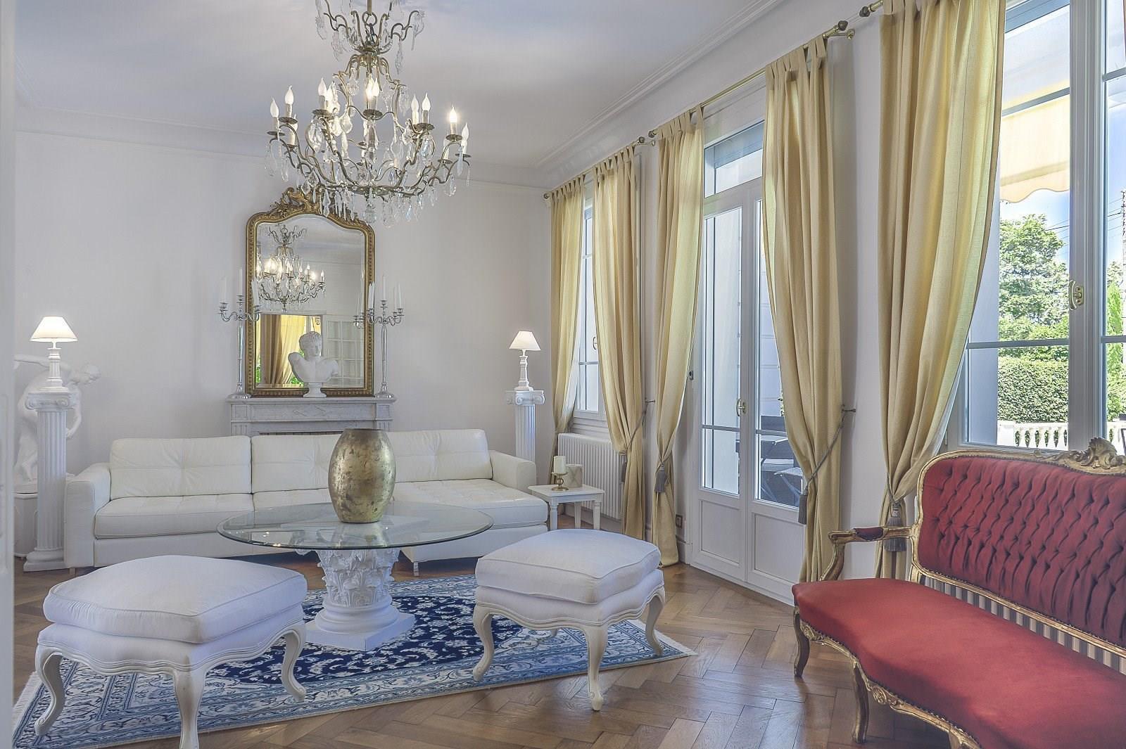 Красивая вилла в неоклассическом стиле рядом с Женевским озером