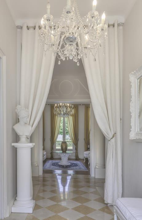 Beautiful neoclassical villa next to Lake Geneva