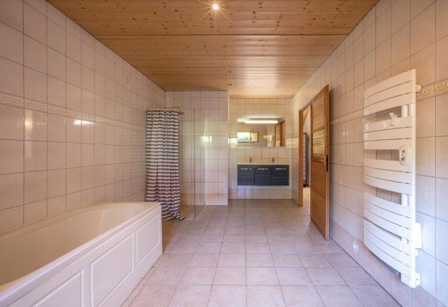 Уникальное предложение: дом с 5 отдельными апартаментами в Эвиан-ле-Бен