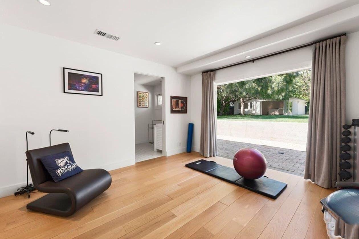 Поп-звезда Аврил Лавин и ее современный дом в Малибу