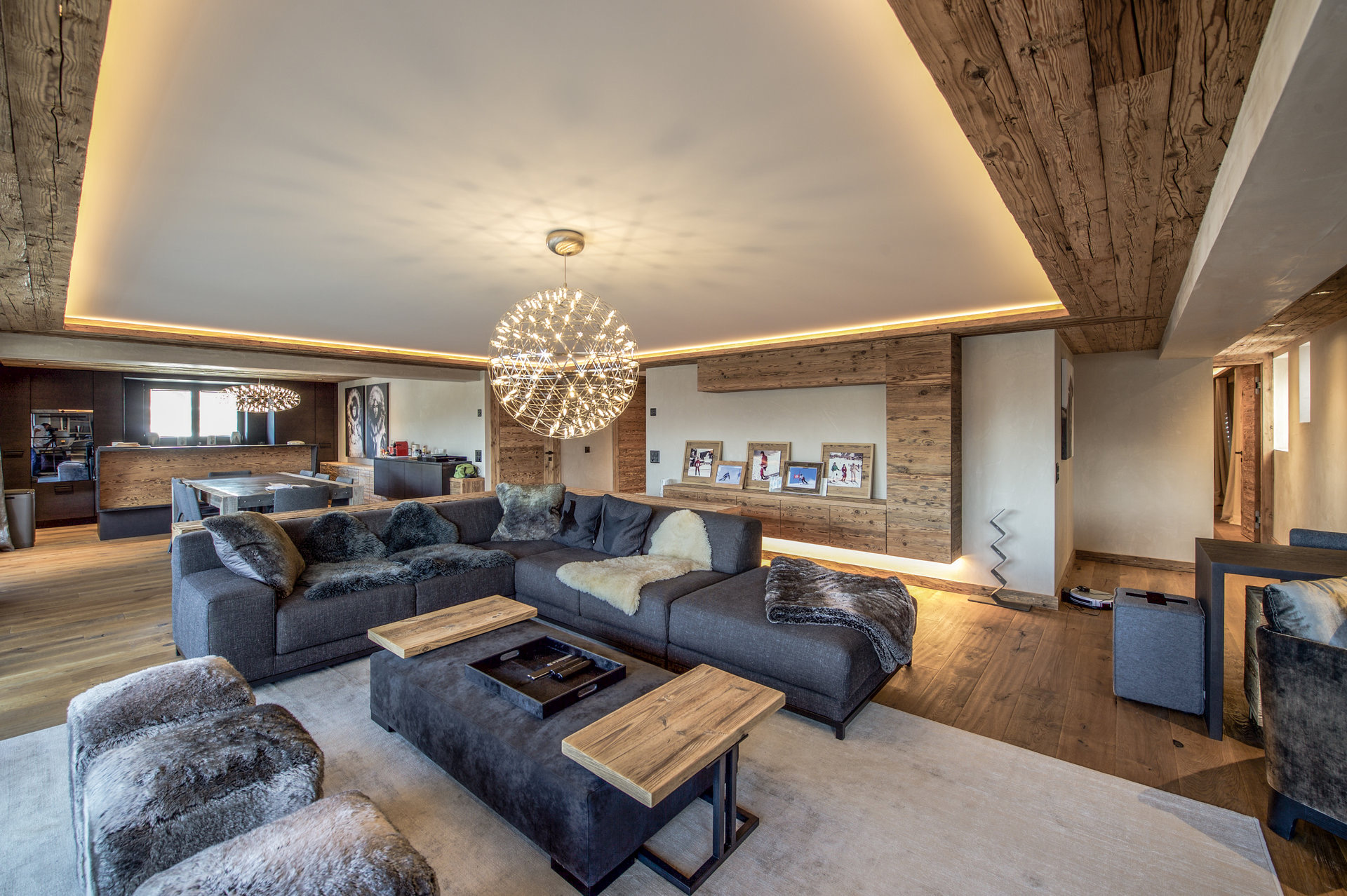 """Six-room apartment in Switzerland, in the center of Verbier in """"Les Moulins"""""""