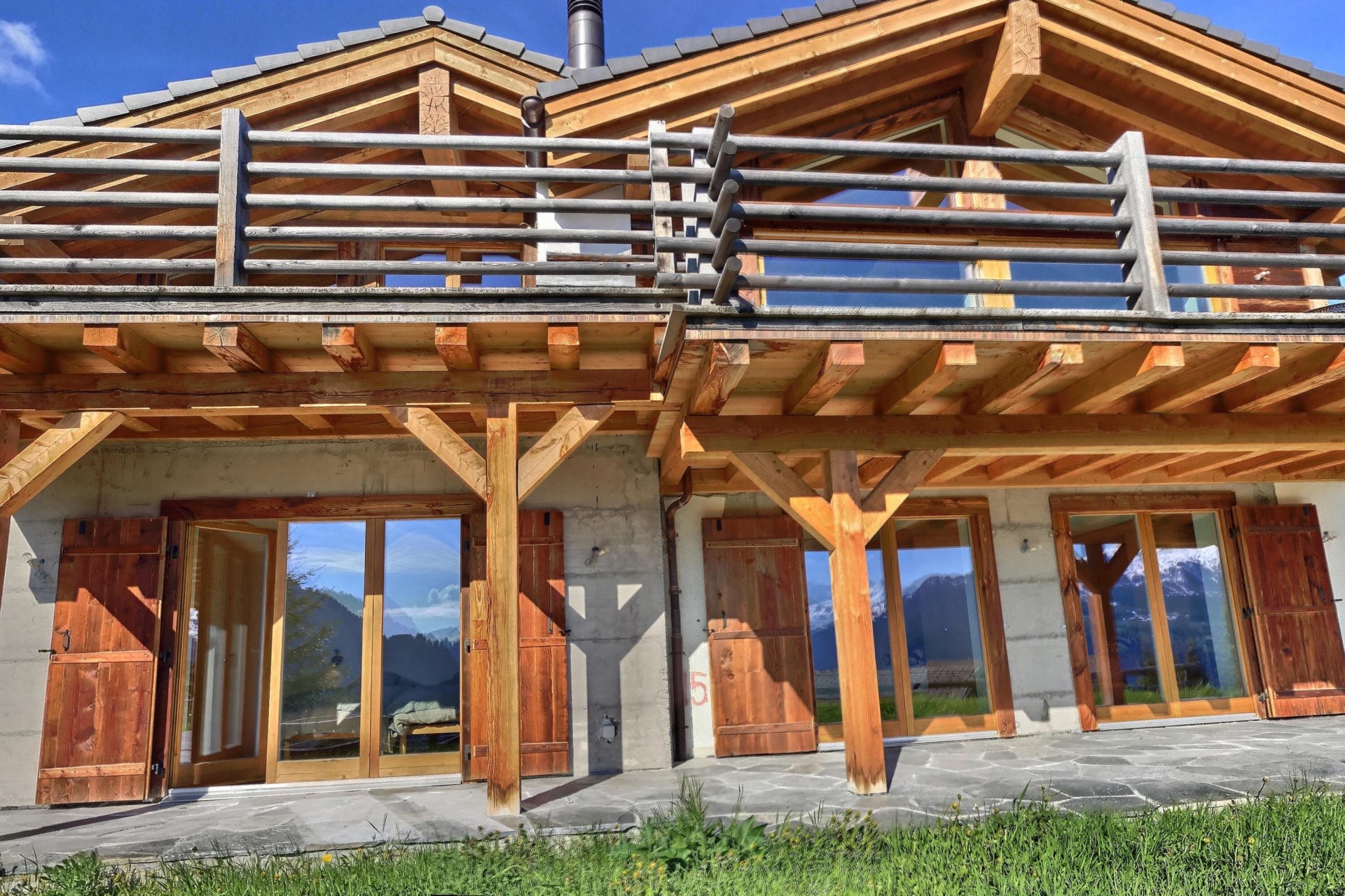 Stunning Swiss chalet with panoramic views of the Alps