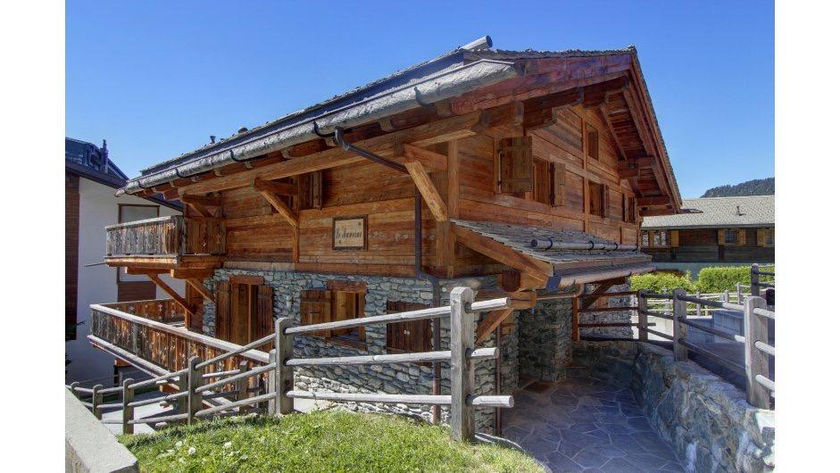 Просторное шале в швейцарских Альпах на горнолыжном курорте Вербье́