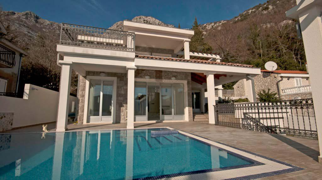 Luxury villa with its own beach in Kotor Bay