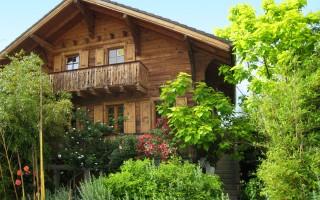 Magnifique chalet en madrier à rénover typiquement Valaisan à Aproz