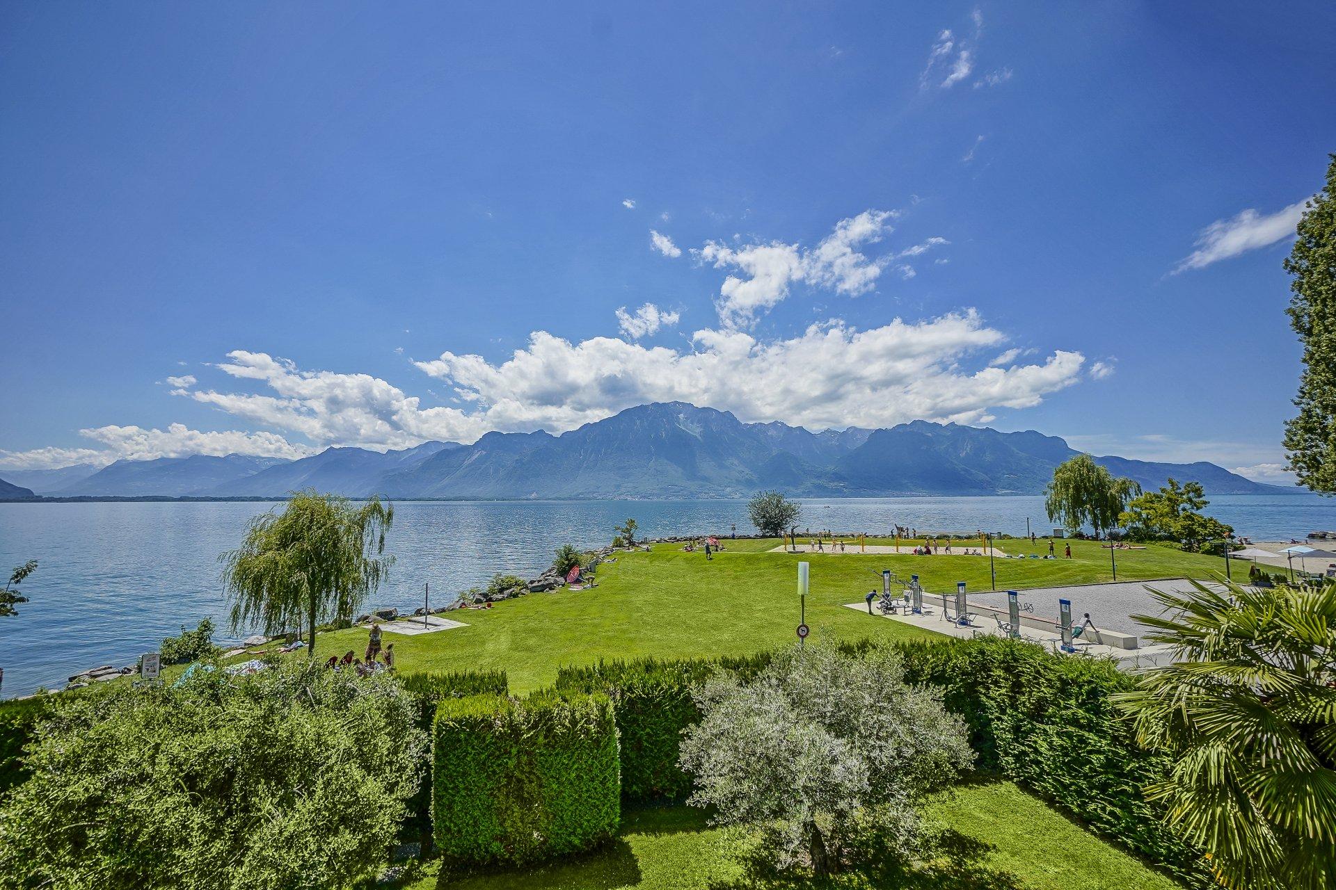 Вилла на берегу озера в Монтрё, Швейцария
