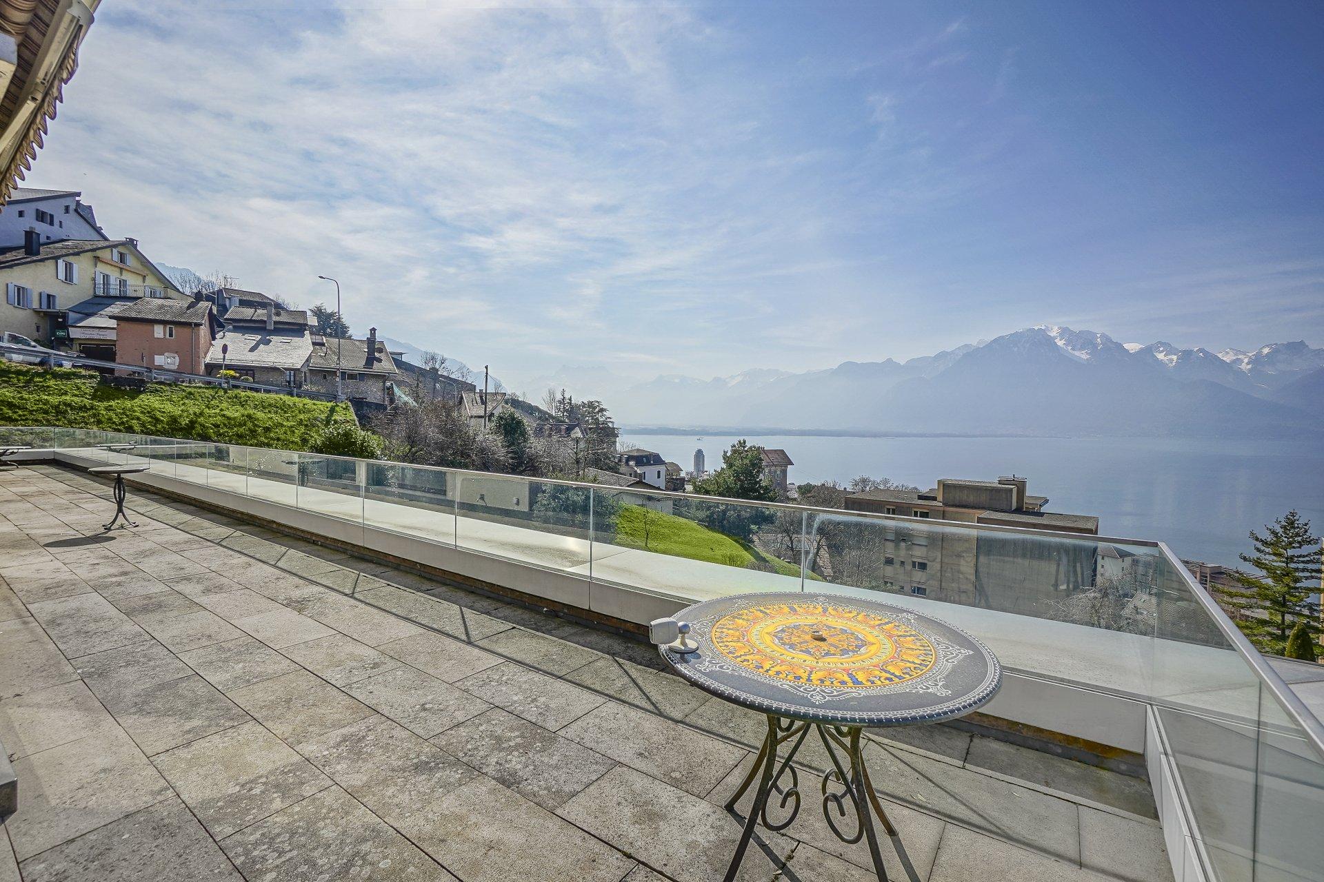 Изысканный пентхаус с видом на озеро в Монтрё, Швейцария