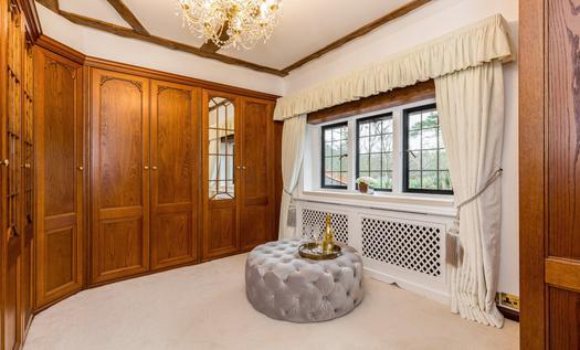 Style mansion manor house for sale in London