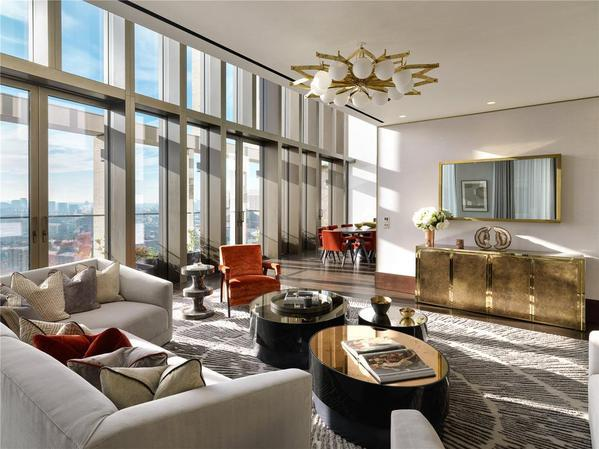 An exquisite penthouse with awe-inspiring views for sale in London