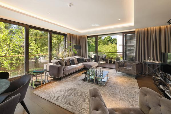 Престижная трехкомнатная квартира на продажу в Лондоне