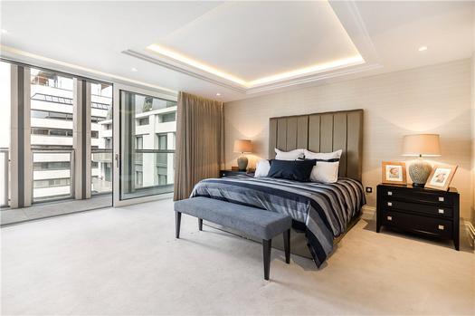 Впечатляющая двухуровневая квартира на продажу в Лондоне