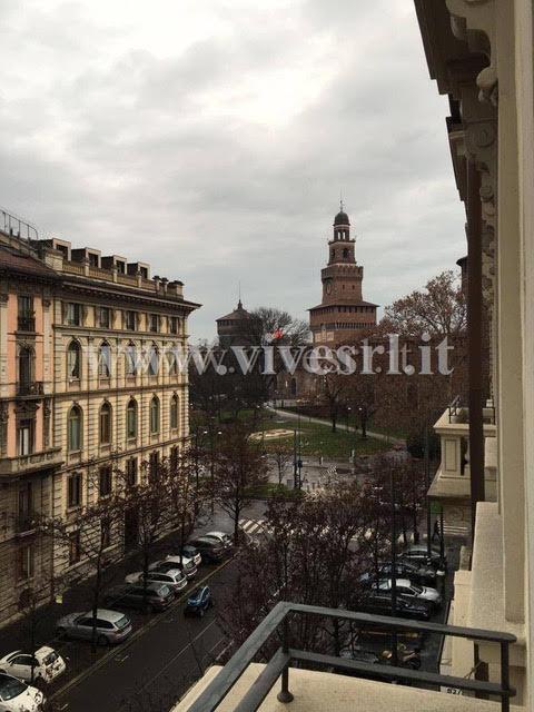 Квартира в Милане с видом на замок Сфорца в историческом районе города
