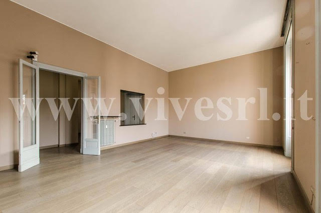 Apartments in Milan in the historic palazzo near the main square