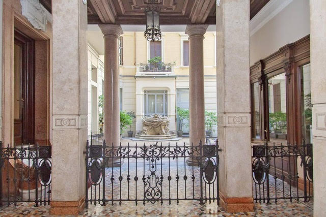Prestigious apartment in Milan, in an important historical building of the early 1900s