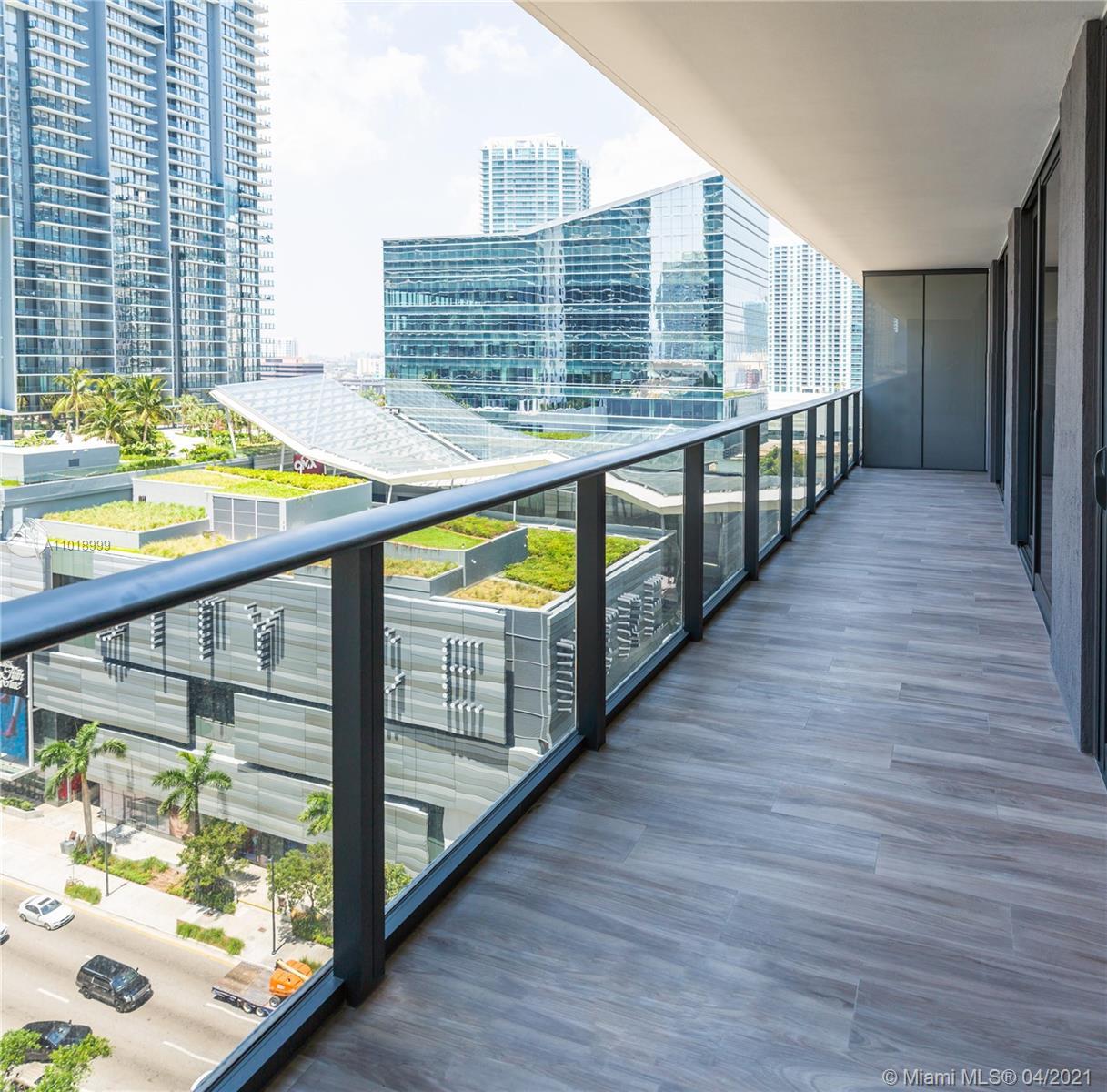 Апартамент с двумя спальнями в SLS Lux Brickell Miami, Майами